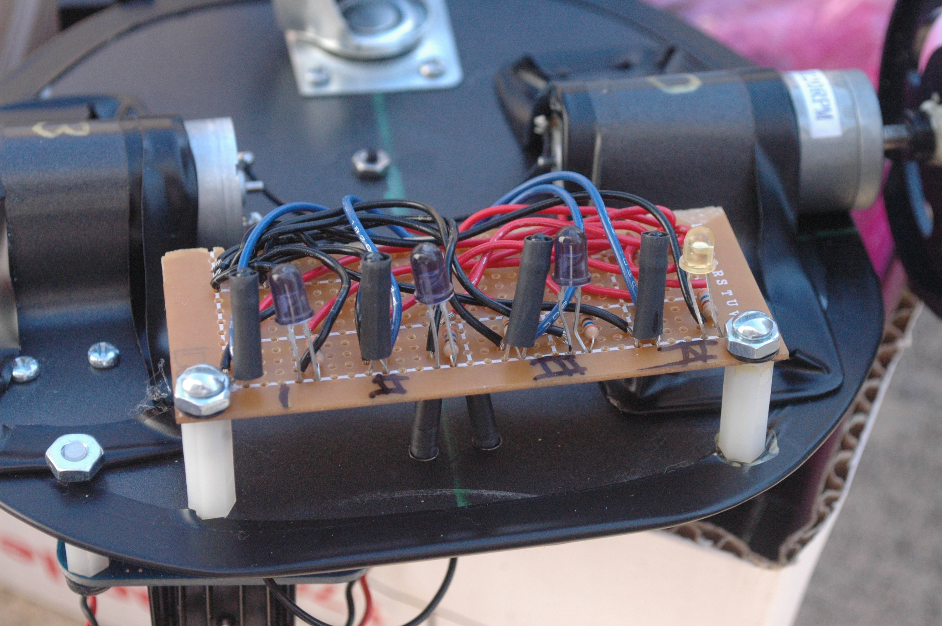 Simple line follower robot sensor array